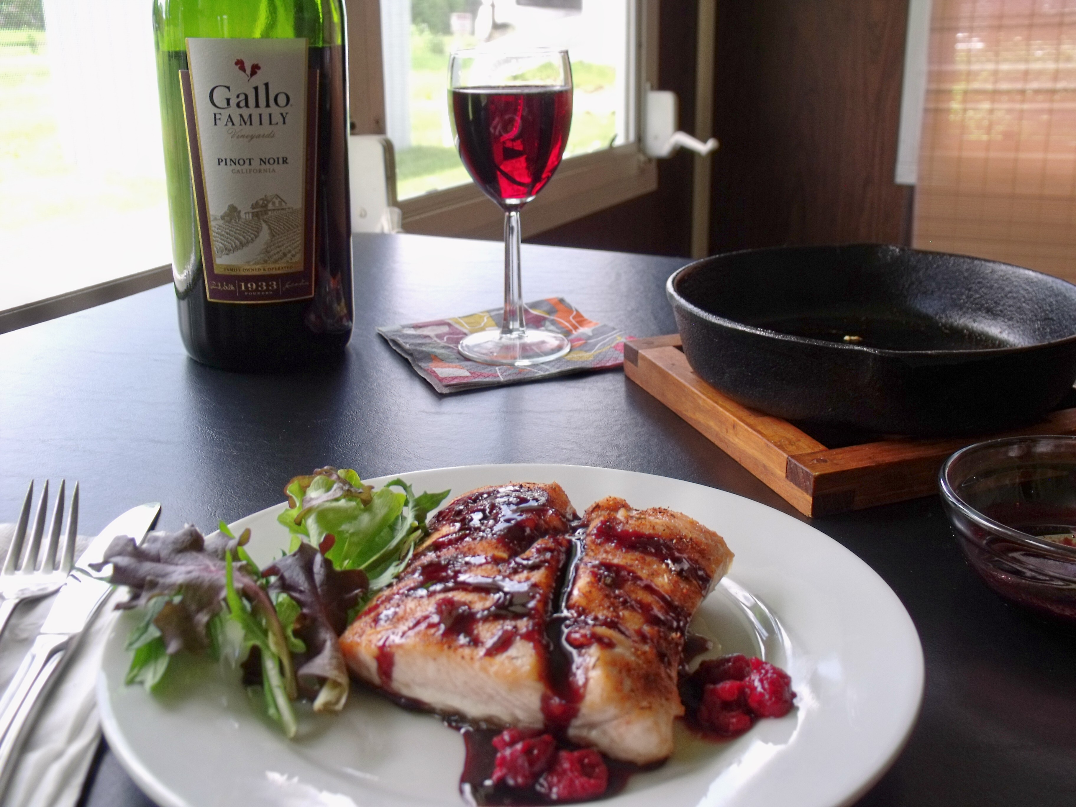 Pinot noir glazed salmon sundaysupper cindy 39 s recipes for Red wine with fish