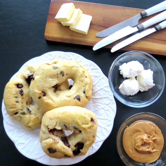 Chocolate Chip Bagel breakfast (550x550)