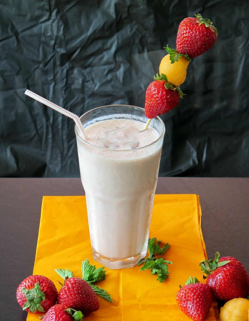 Strawberry Cantaloupe Smoothie Glass